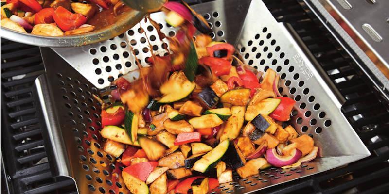 Grillgemüse im Grillkorb aus Edelstahl