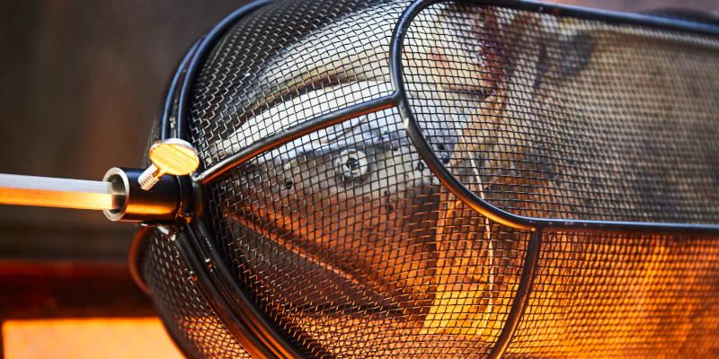 Lachs im SANTOS Grillkorb für Drehspieße